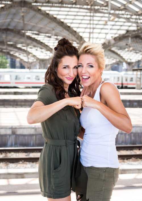 ANITA & ALEXANDRA HOFMANN Tickets